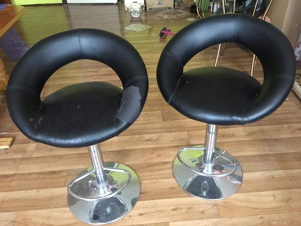 Krzesła hokery stołki barowe