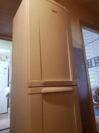 Продам 2-камерный холодильник Electrolux