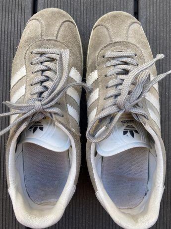 Ténis Adidas em camurça Cinza