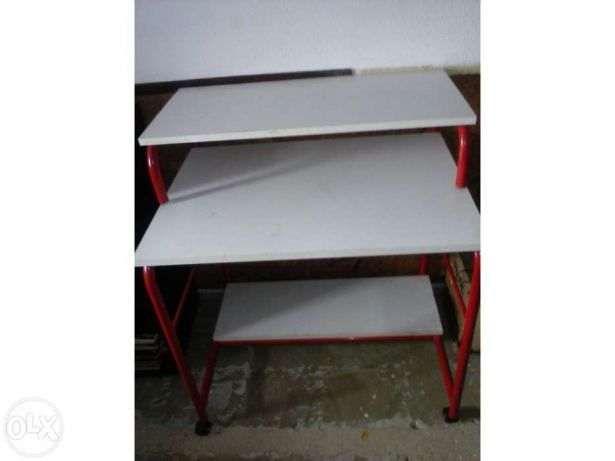 1 Mesa de madeira E 2 Secretárias