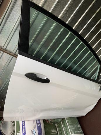 Drzwi prawe białe Ford Fiesta Mk7 3D prawa strona
