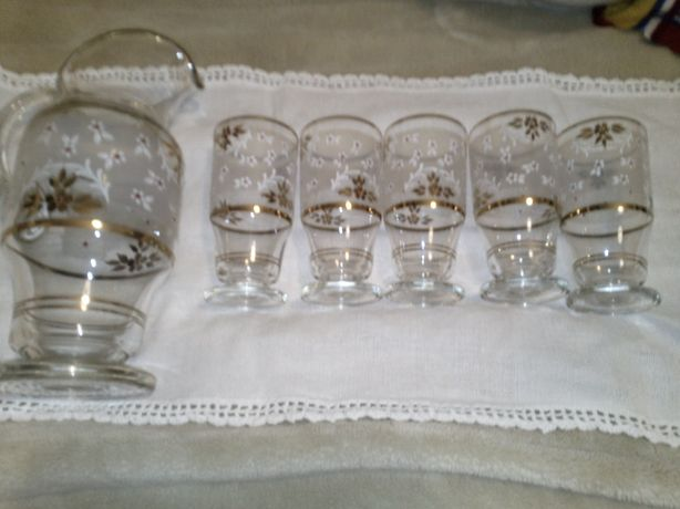 Jarro de vidro com 5 copos