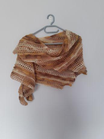 Oryginalna chusta na szydełku Handmade