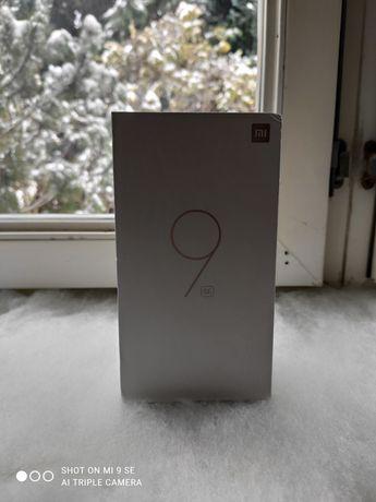 Продам Xiaomi Mi 9 se 6/64 GB Piano Black