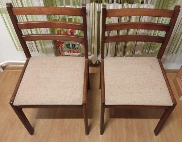 Krzesła drewniane 2 sztuki w dobrym stanie