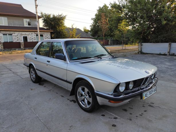 BMW e28 (520 бензин)