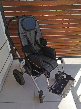 Wózek Ormesa Bug dla dziecka niepełnosprawnego