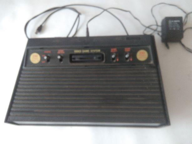 odtwarzacz VHS i 2 dekodery i gra telewizyjna