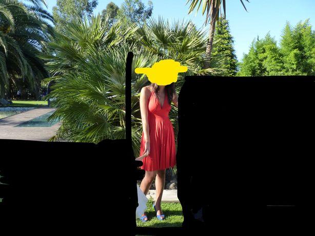 Vestido vermelho plissado curto