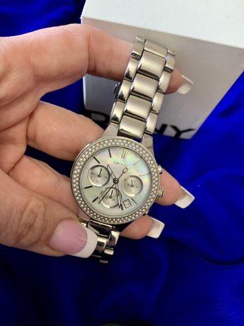 Часы женские DKNY