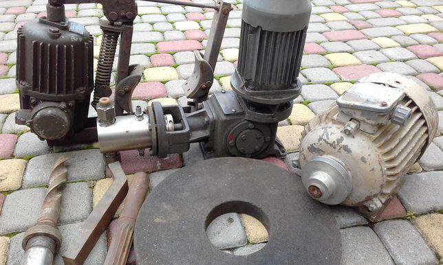 Продам электродвигатель 2.2квт. и прочии инструмент.