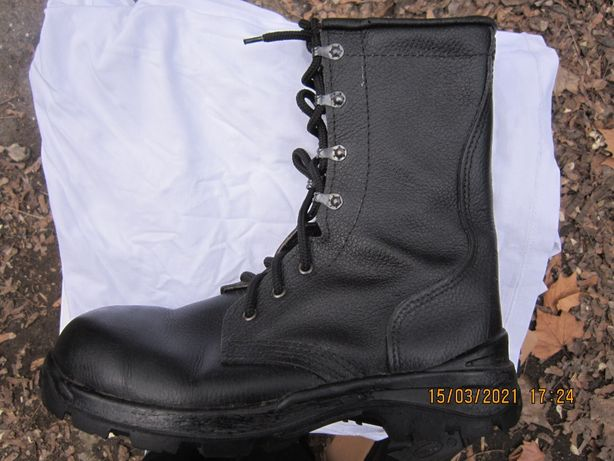 Продам недорого берцы (полусапожки) мужские чёрного цвета, размер 45.