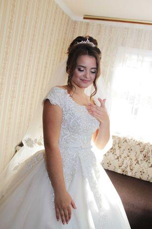 Весільна сукня))