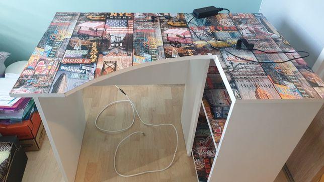 Komplet biurko krzesło i lampka.