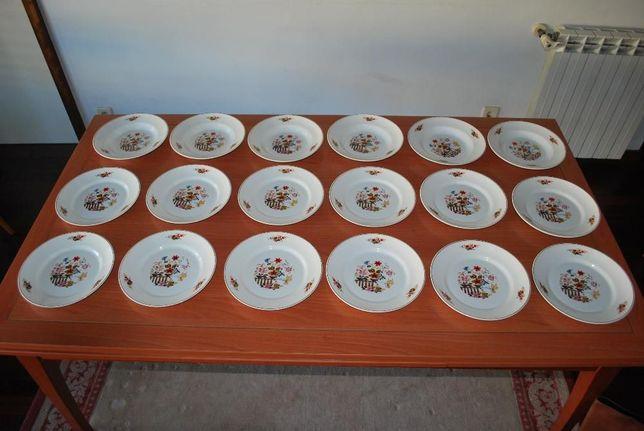 Pratos Antigos Fábrica de Loiça Sacavém (Carimbo Referente a 1972)