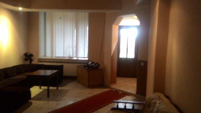 Продам цегляний будинок пл.325 м2 з господарською будівлею пл.120м2