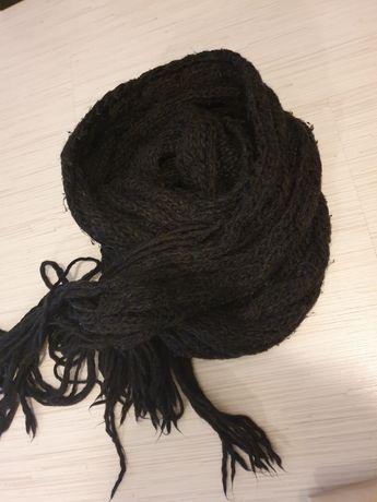 Wełniany szalik używany