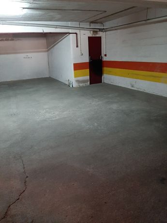 Arrenda se lugar de garagem