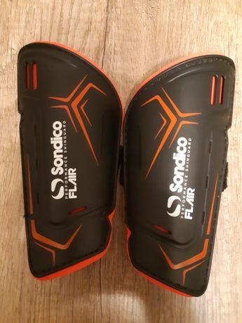 Ochraniacze piłkarskie na golenie Sondico XS