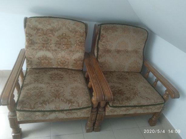 Fotele z dębowymi bokami