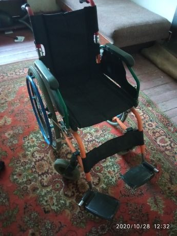 Продам инвалидную коляску (недорого)
