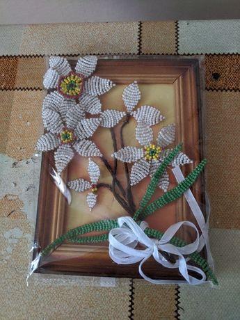 Картинка сделана с бисера и Корзинка плетённые из соломы на свадьбу