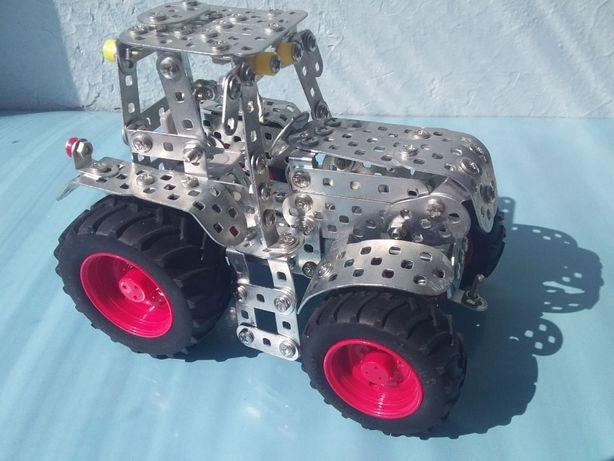 Трактор из металлического конструктора Tronico