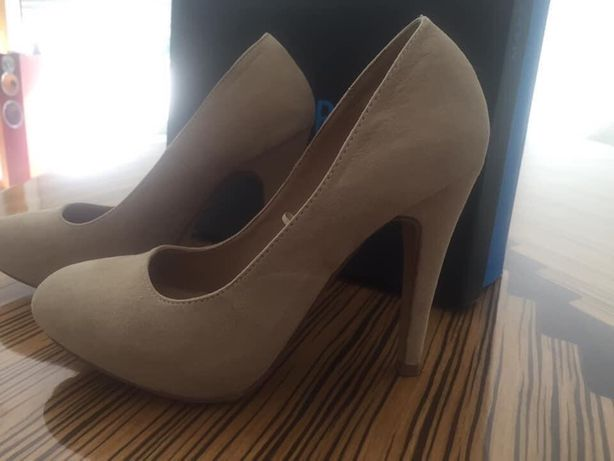 Sapatos beje