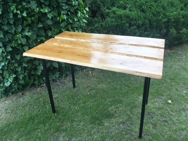 Stół z desek sosny