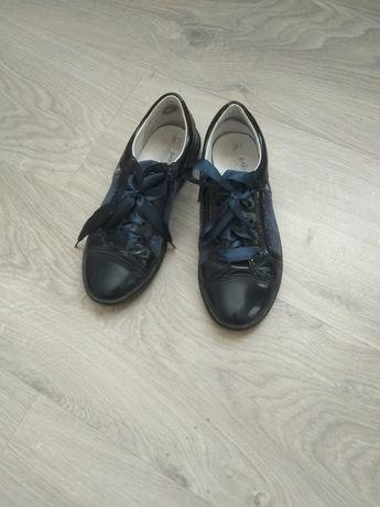 Продам детские туфли Bartek