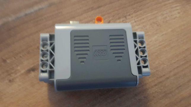 Lego Technic 8881, pojemnik na baterie.