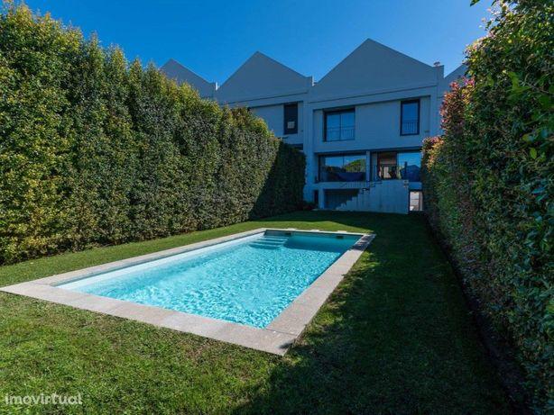 Moradia T4 em Bicesse com jardim e piscina