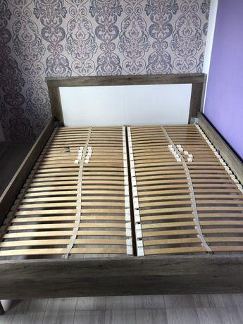 Łóżko sypialniane ze stelażem i szafką nocną