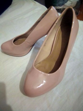 Продам туфлі розмір 40