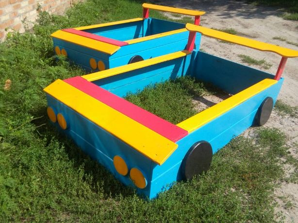 Песочница из дерева - машина на детскую площадку. Дитяча пісочниця
