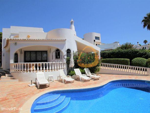 Moradia com 4 quartos, piscina privada e vista mar no Garrão
