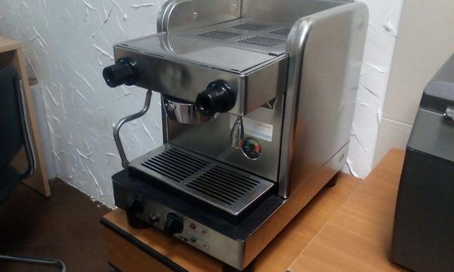 Професійна кавоварка LaCimbali junior
