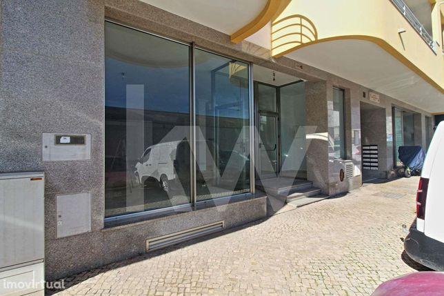Loja Ampla   Zona Movimentada   283,21 m2 de Área Útil   6 Lugares de