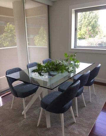 Mesa de jantar e conjunto de 6 cadeiras