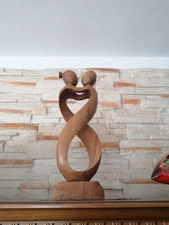 Rzeźba Zakochani nowoczesna z drzewa