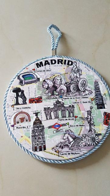 Porcelanowa podstawka, Madryt, zawieszka, 18 cm