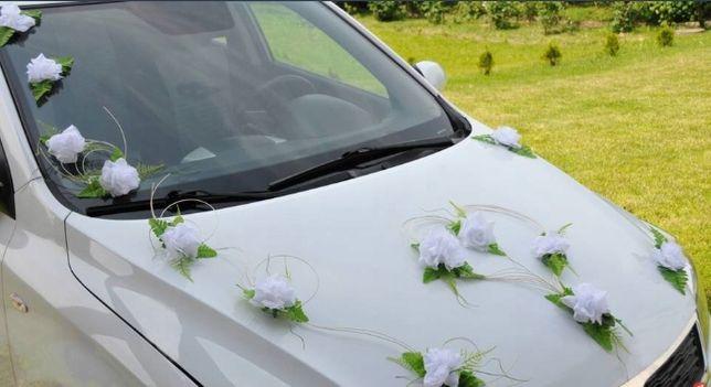 Dekoracje weselne na samochód