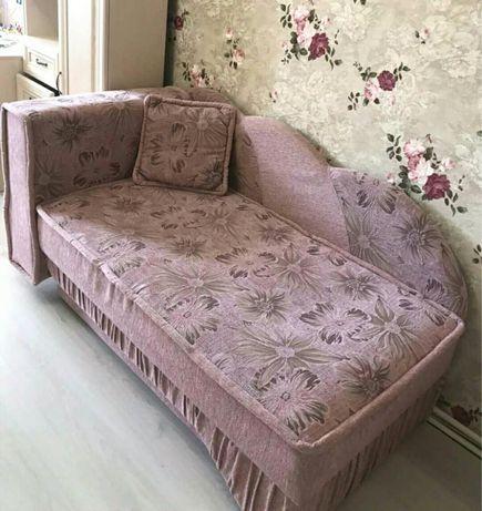 Ліжко, диван