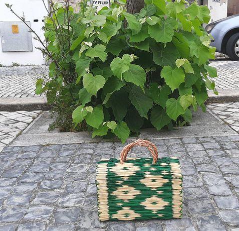 Cesta de junco tradicional portuguesa