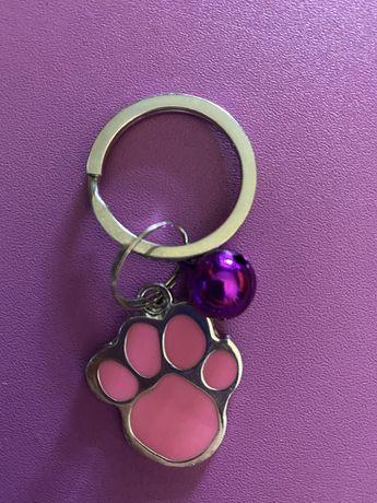 Porta-chaves pata de gato/cão com guizo