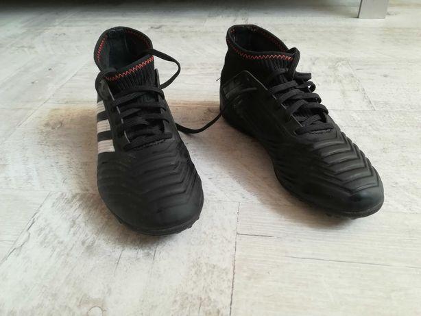 Buty adidas do pilki nożnej