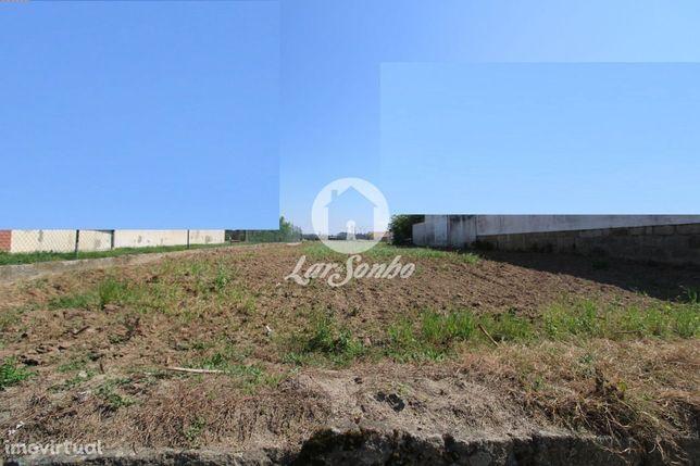 Terreno rústico de construção com 800 m2 em Vila Chá