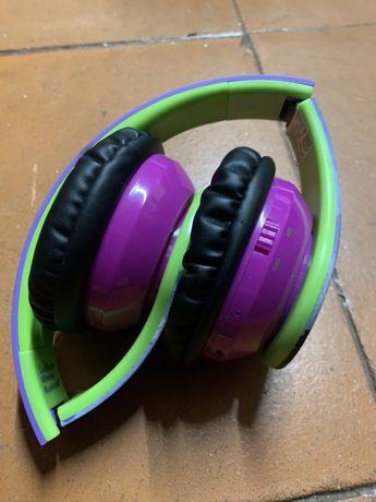 Auscultadores Bluetooth descendentes