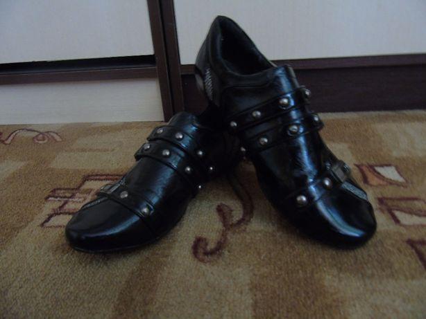 Стильные лаковые кроссовки р37