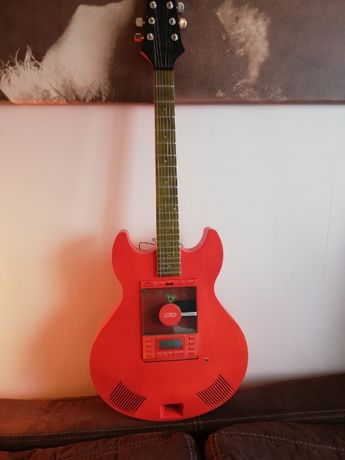 Radio z CD w kształcie gitary